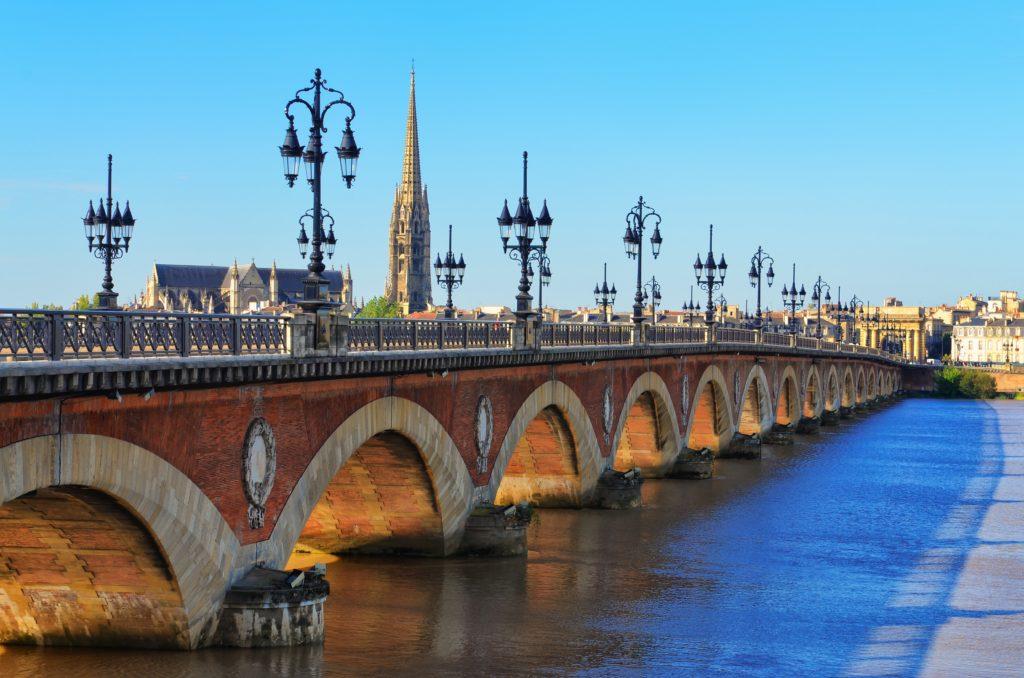 Photo du pont de pierre pour représenter le centre d'affaires Lab-Ad-Hoc de Bordeaux