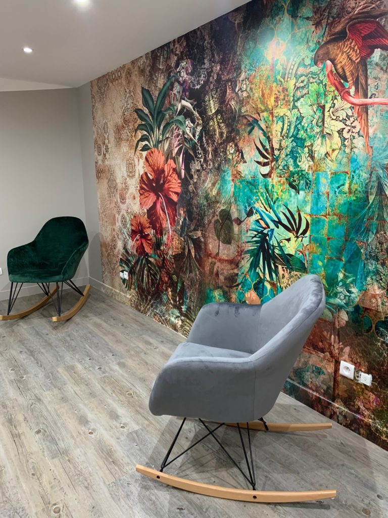 fauteuils dans une salle de réunion ou de formation à Maisons-Alfort