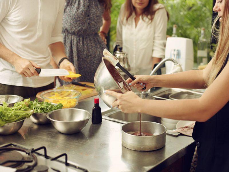 Atelier culinaire en cours de réalisation